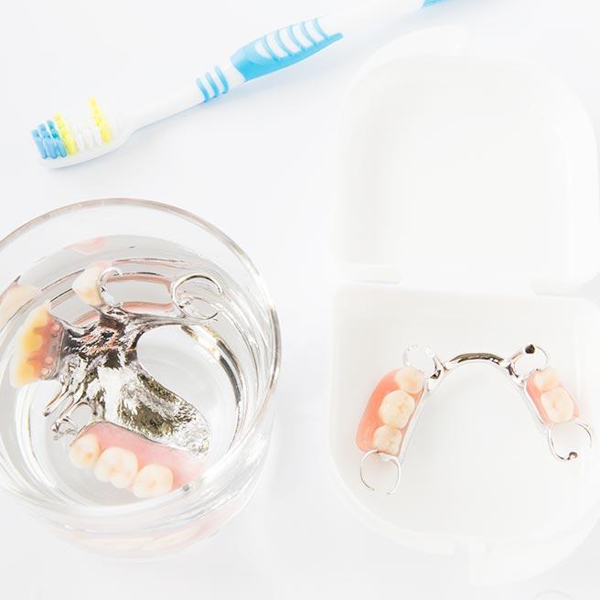 Čištění zubní náhrady | Protefix